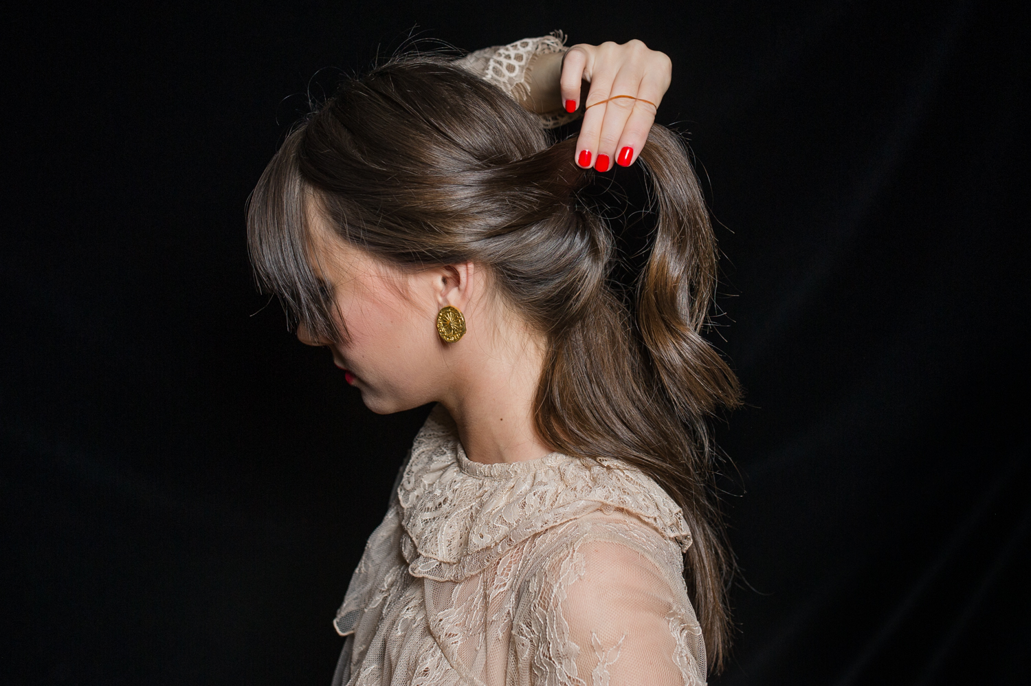 how-to-holiday-hairstyle-easy-romantic-10