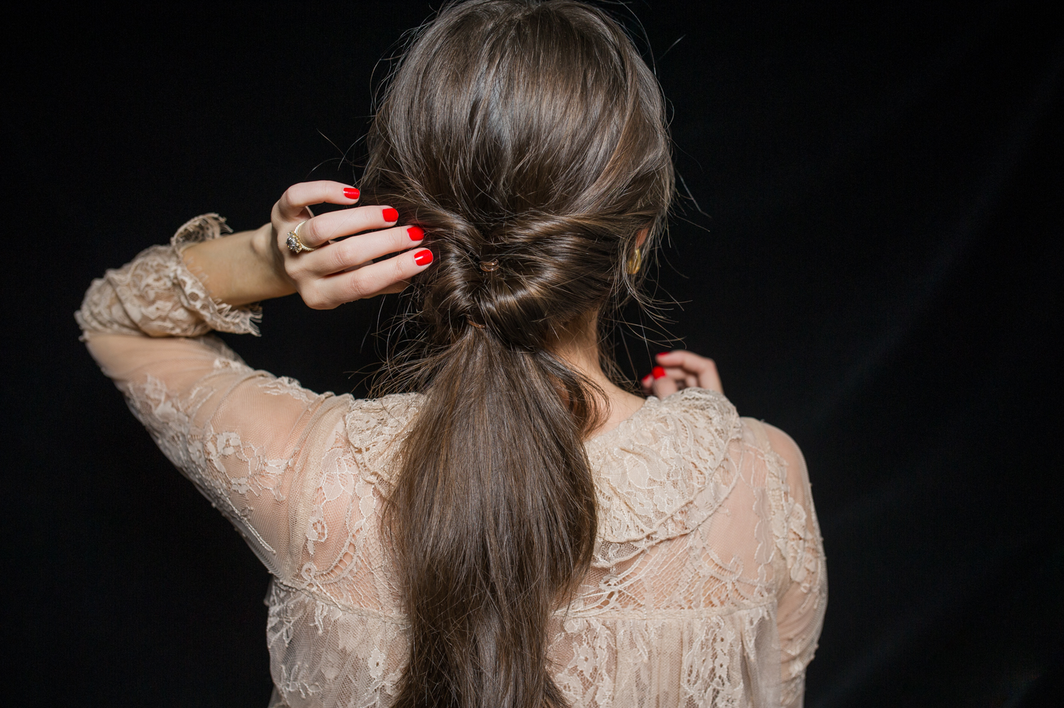 how-to-holiday-hairstyle-easy-romantic-14