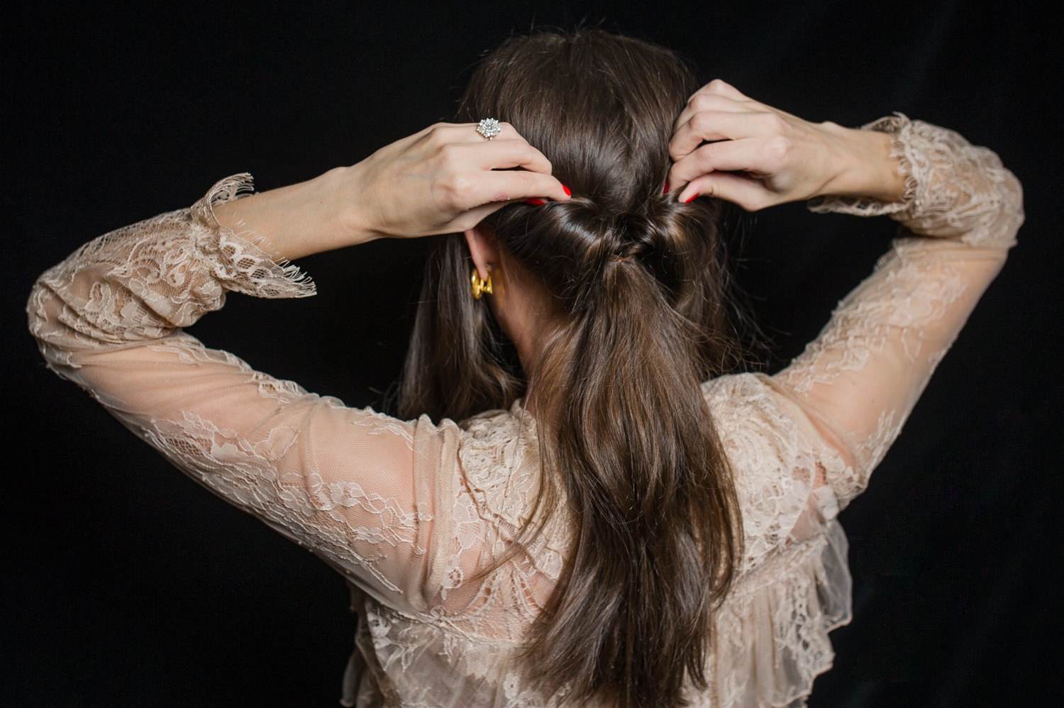 how-to-holiday-hairstyle-easy-romantic-8